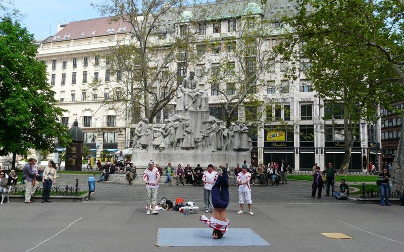 Vorosmarty-Meydanı